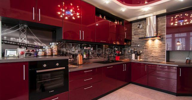 Дизайн яркой кухни в красном цвете